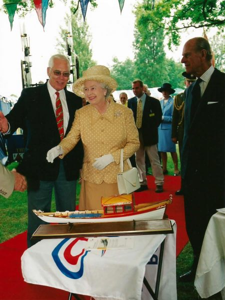 "The Queen's Bargemaster, Bob Crouch showing Her Majesty a model of ""Jubilant"" and presenting an original watercolour by Marine Artist Peter Kent in Bushey Park."